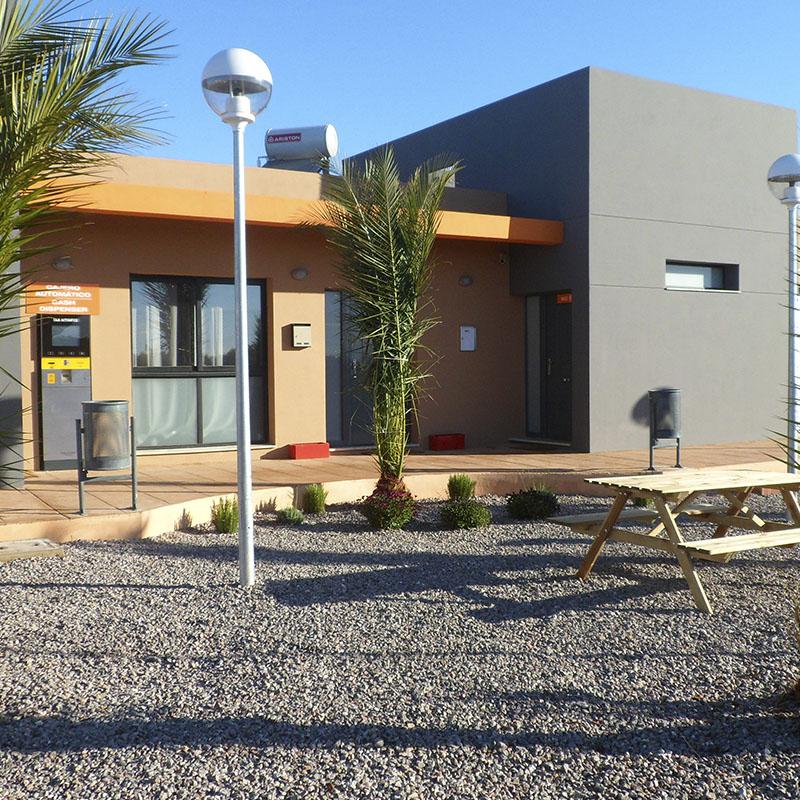 Edificio principal parking de camiones Castellón